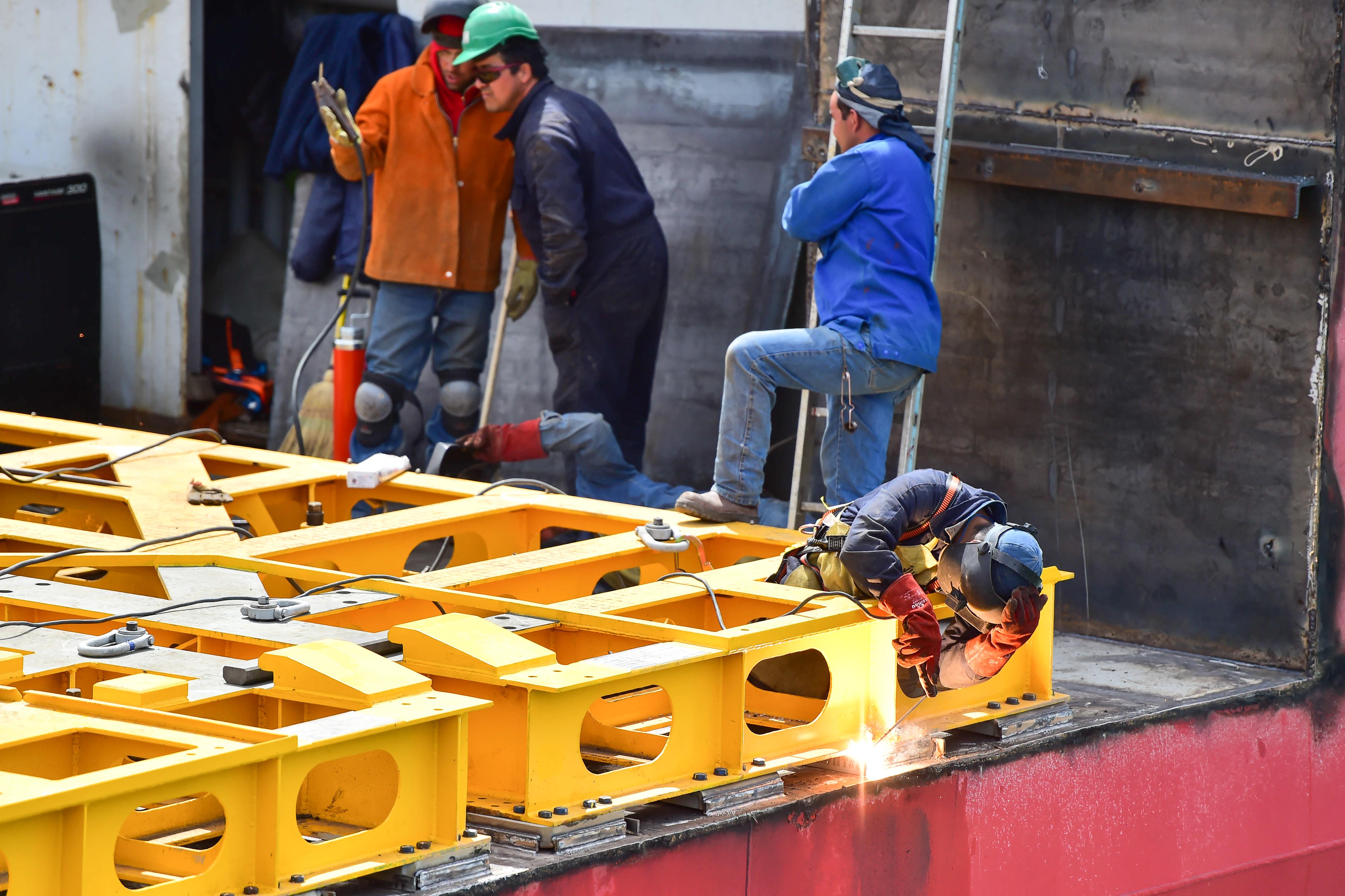 La Armada de EEUU habría pedido 44 chalecos salvavidas y ropa — Esperanza
