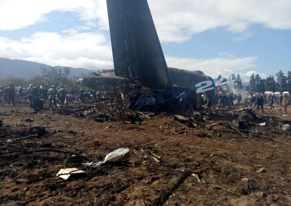 Se estrella un avión militar con 200 personas en Argelia
