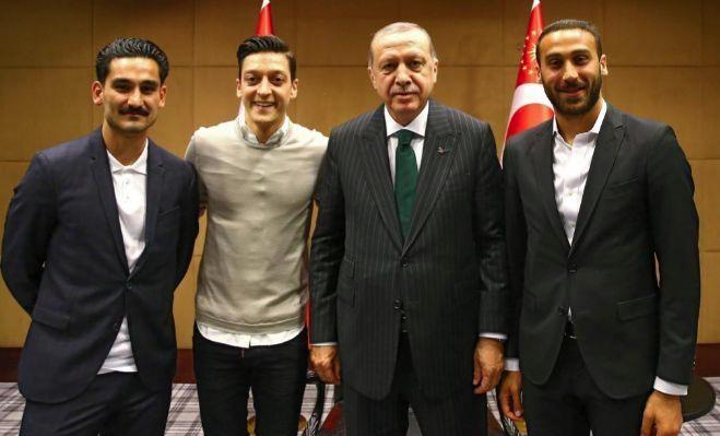 Özil defendió su foto con Erdogan