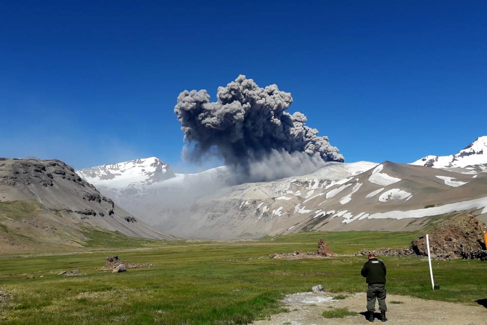 Alerta en Mendoza por intensa actividad en el volcán Peteroa
