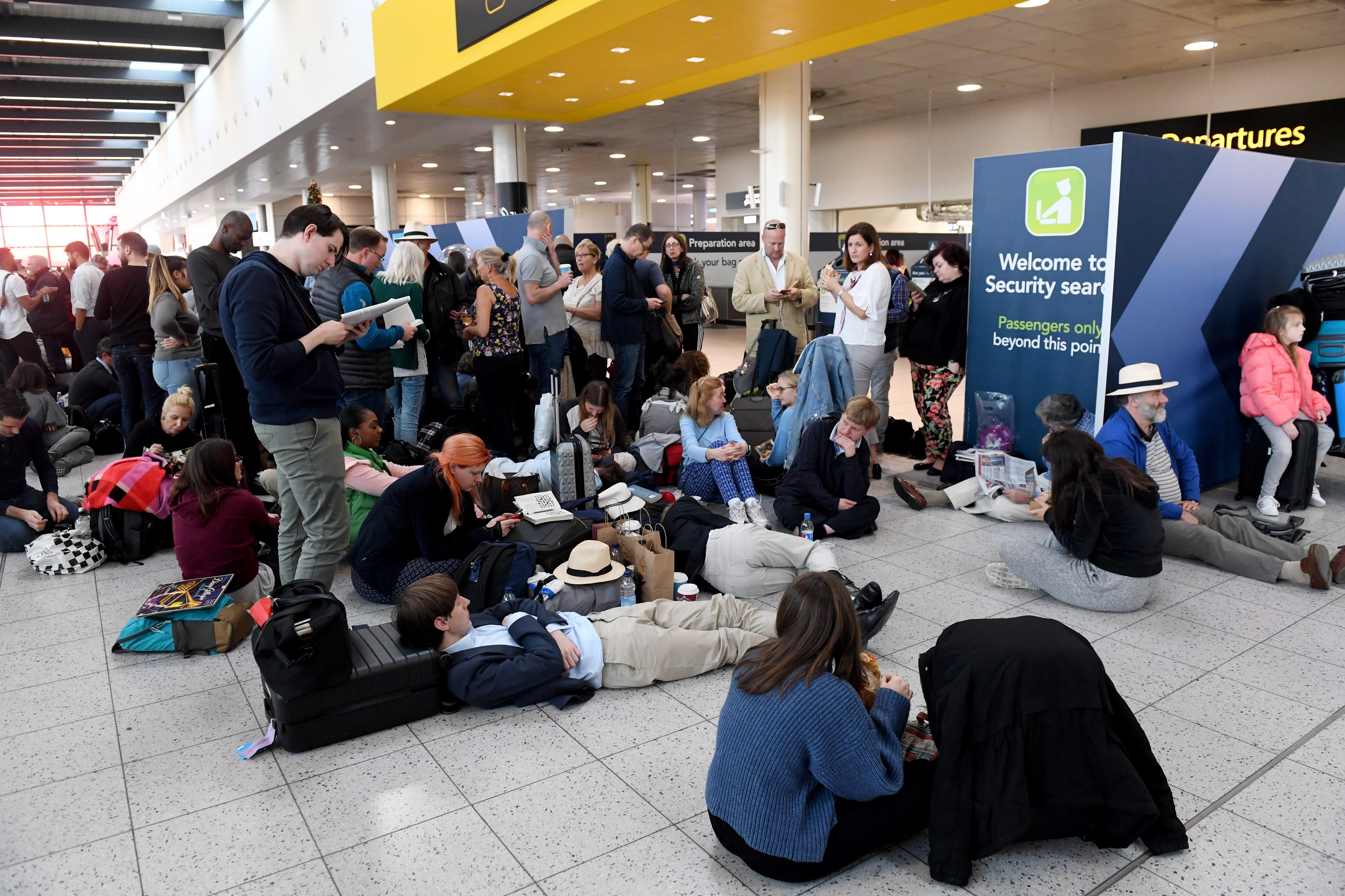 Drones causan el cierre del aeropuerto de Londres Gatwick