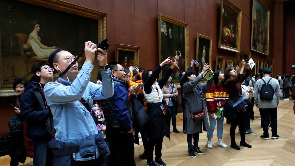 Reabre sus puertas el Louvre tras cierre por masificación