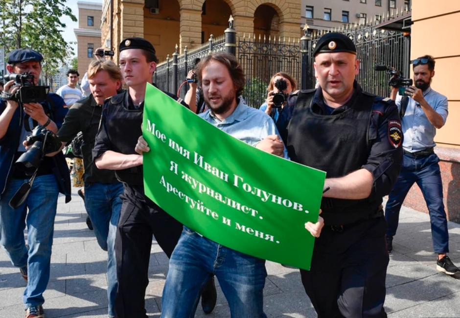 Gobierno ruso detiene a periodista investigativo y lo acusa de narcotráfico