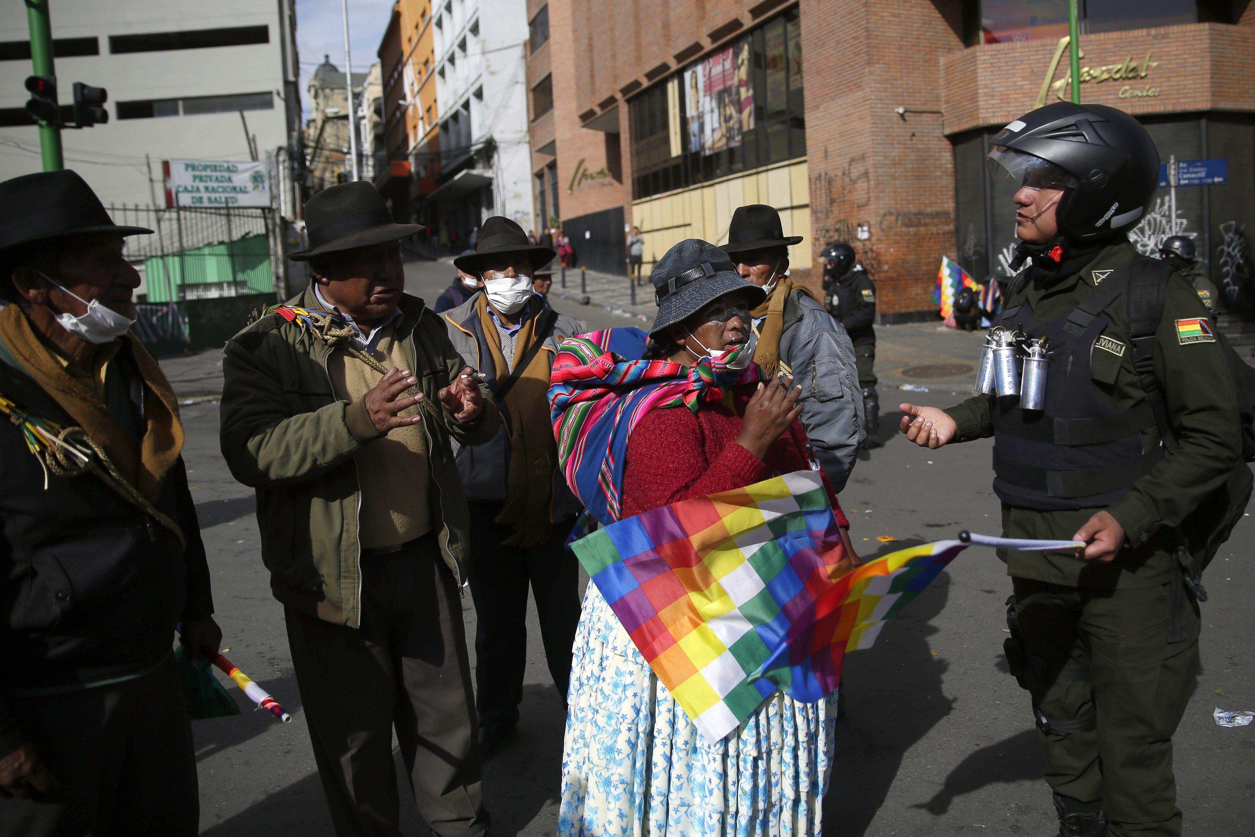 Medios locales denuncian represión policial y varios heridos en Cochabamba
