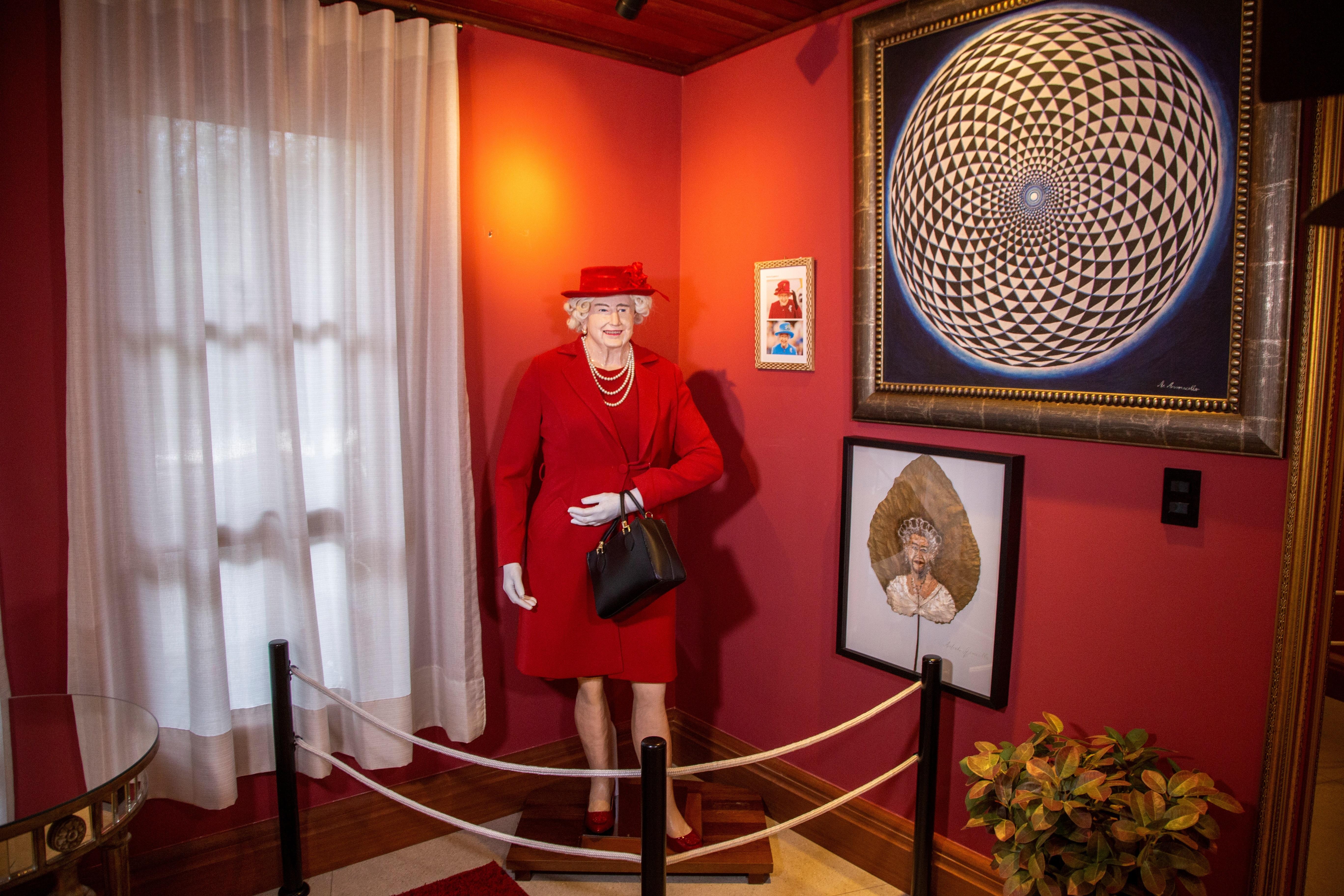 Figura de cera de la reina Isabel Brazilian Horror Story.