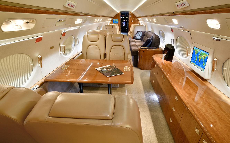 Alberto Fernández alquiló el avión privado de Lionel Messi para ir a México - Diario El Sol. Mendoza, Argentina.