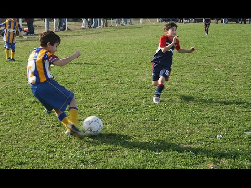 https://elsol-compress.s3-accelerate.amazonaws.com/imagenes/000/020/302/000020302-200909futbol-infantil-2-600-1-600.jpg