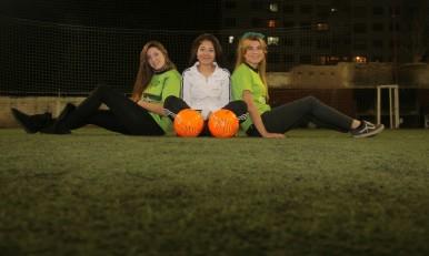 Defienden La Redonda Cada Vez Mas Chicas Juegan Al Futbol En