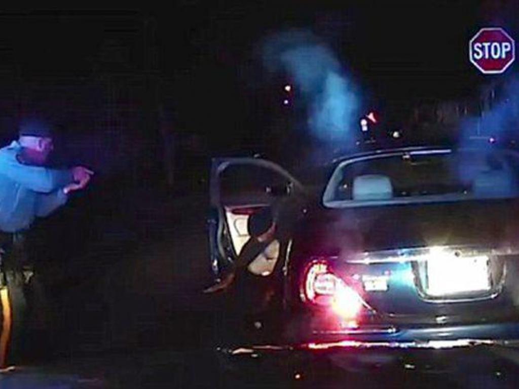 https://elsol-compress.s3-accelerate.amazonaws.com/imagenes/000/581/799/000581799-police-shooting.jpg