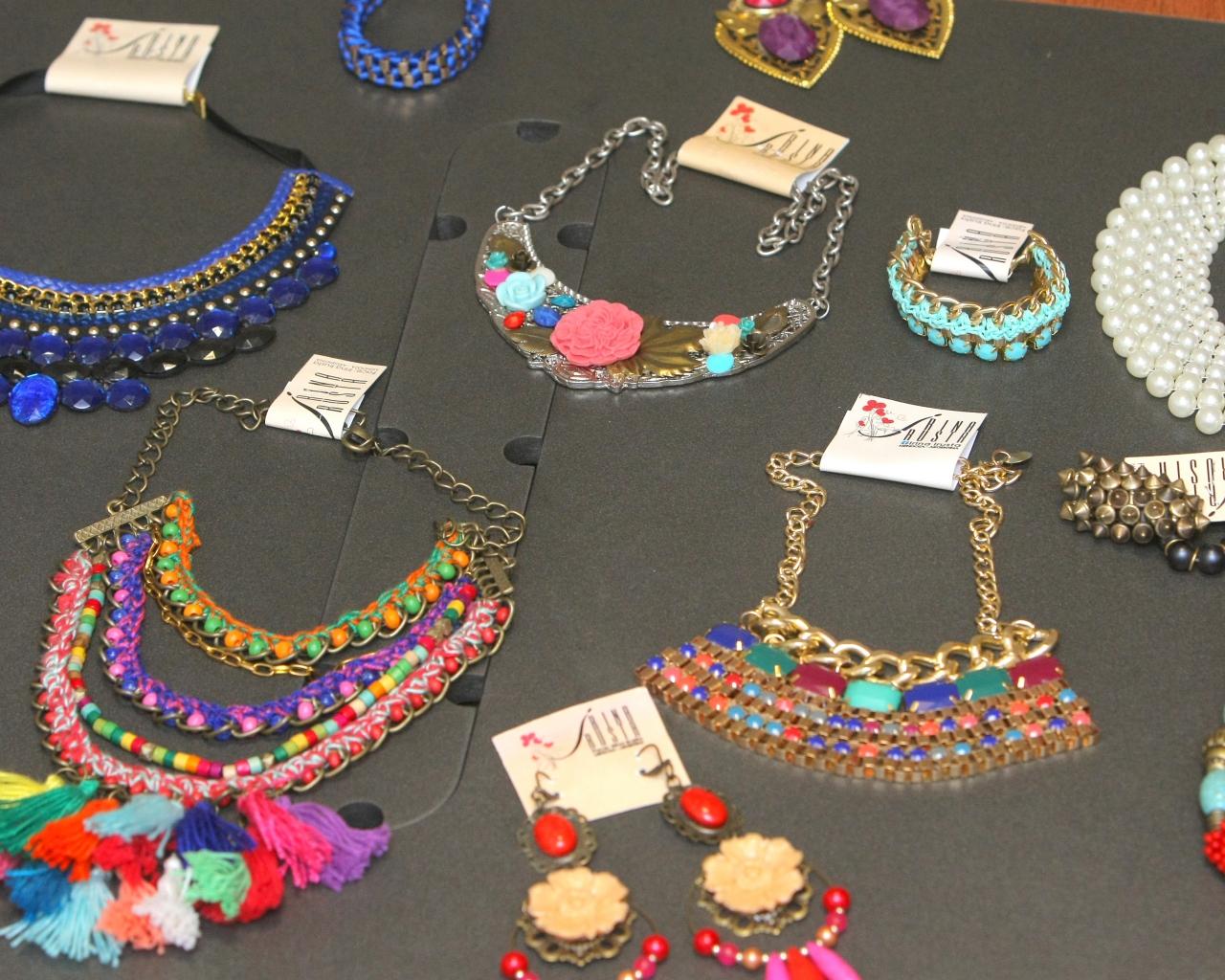 3985847d662c La divertida labor de armar accesorios a la moda - ElSol.com.ar - Diario de  Mendoza