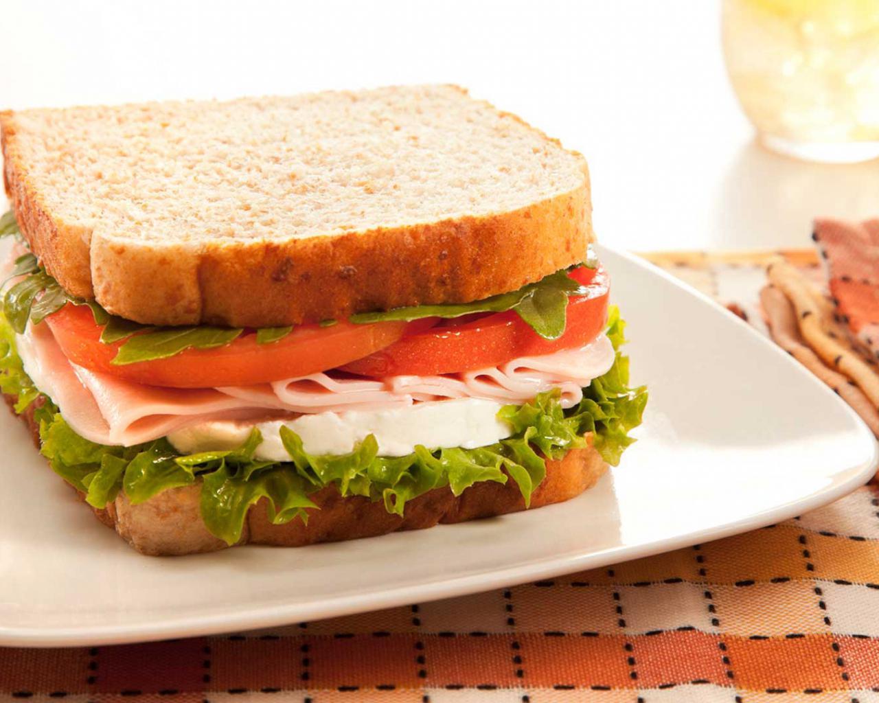 Cuantas calorias tiene 1 feta de jamon cocido