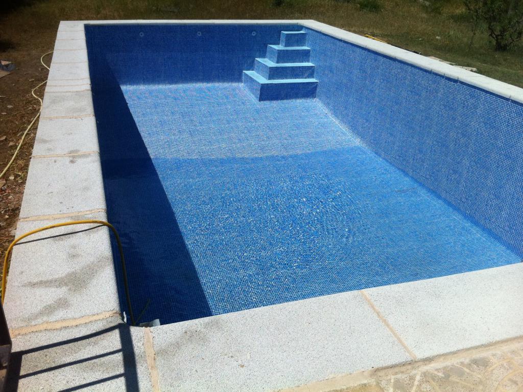 Tragedia en san rafael una nena muri tras caerse en una for Construir escalera piscina