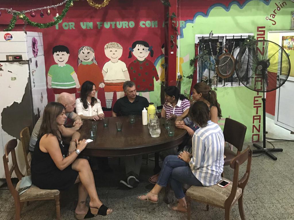 Macri visit un comedor junto con su familia - El comedor de familia ...